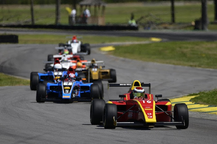 Il momento di Kent Vaccaro e Skip Barber in F4 speed through VIR