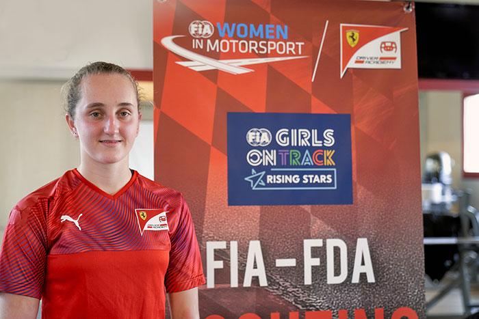 FIA Girls on Track – la pilota di Rising Stars diventa la prima studentessa in assoluto alla Ferrari Driver Academy e intraprende una stagione in F4
